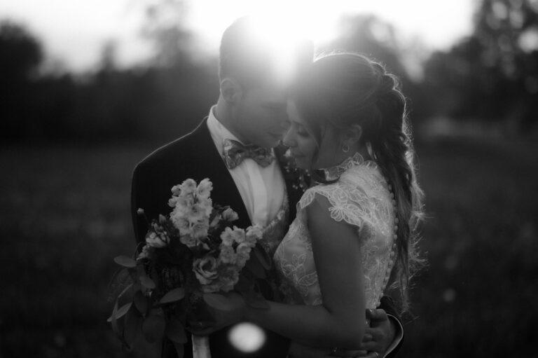 Couple hugging in our Elopement Wedding Journal / Elegant Wedding in Italy