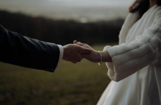 Hands of groom and bride at Stuttgart Wedding Photographer